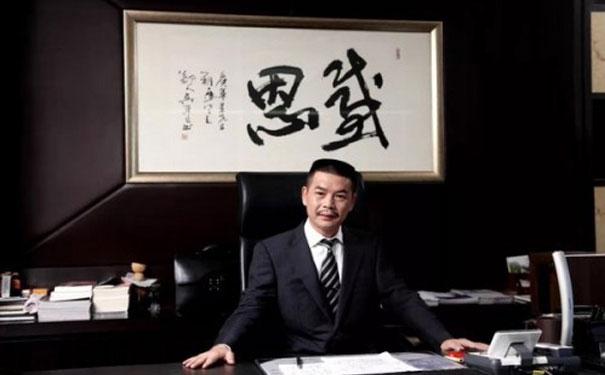 """珀莱雅创始人侯军呈:荣获""""全球杰出华人-华人之光""""大奖"""