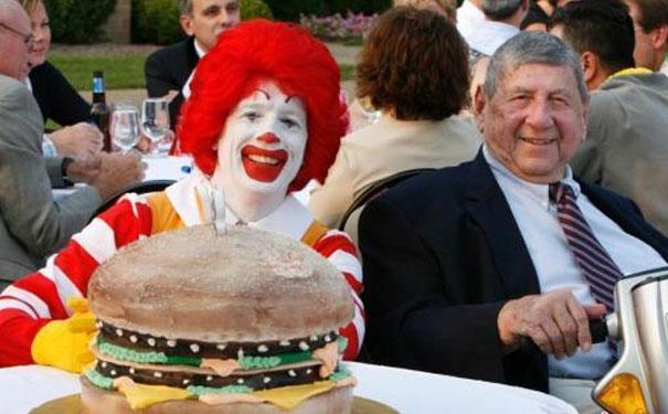 麦当劳限量版酱料1万英镑一瓶,引粉丝抢购!