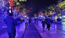 露天小吃市集人气,北京各大商圈的餐饮区都热闹起来了