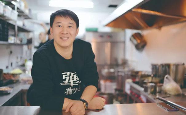 犟骨头创始人王艺伟:5年开店400+,斩获千万融资背后!
