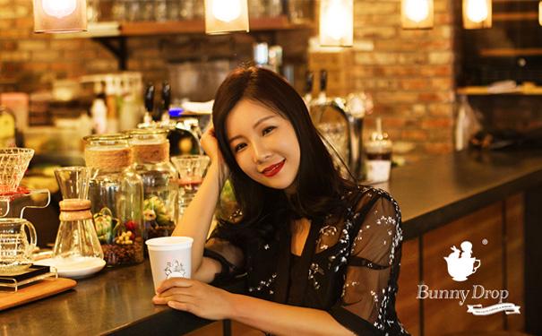 美女创办白兔糖咖啡,3年开20家店,年销售额达100万